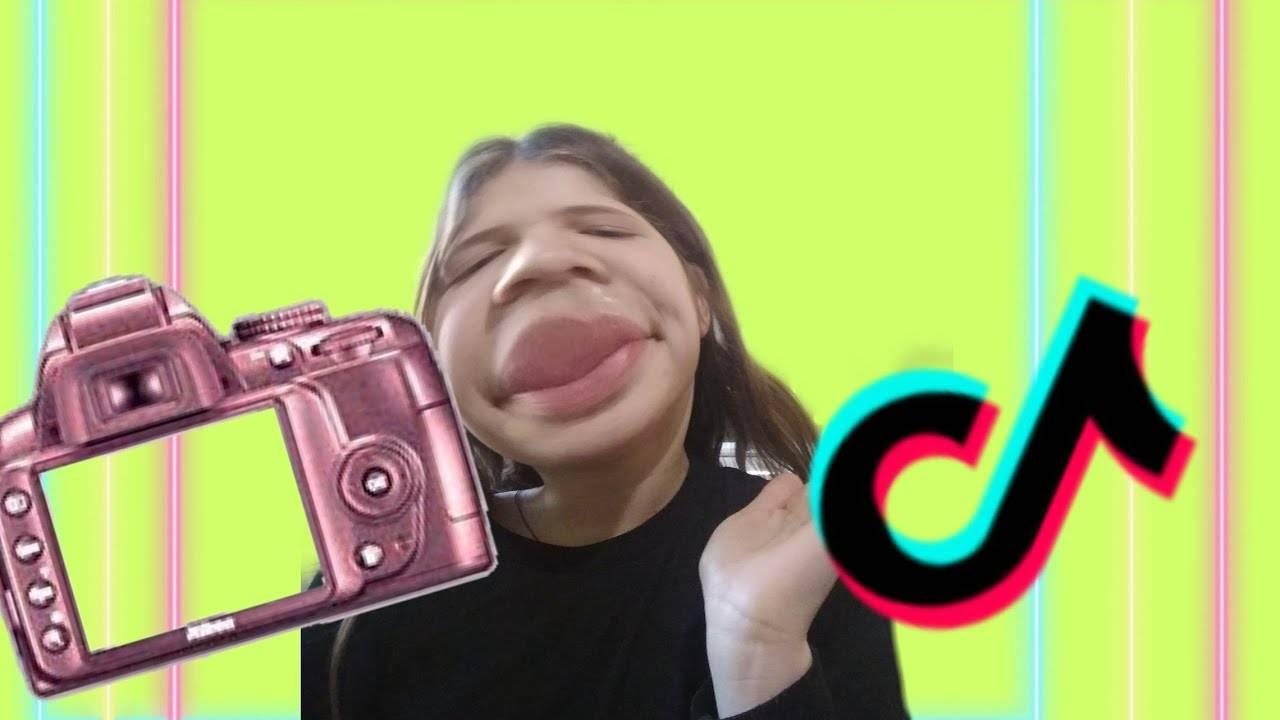 Как добавить фото в тик ток в видео с надписями