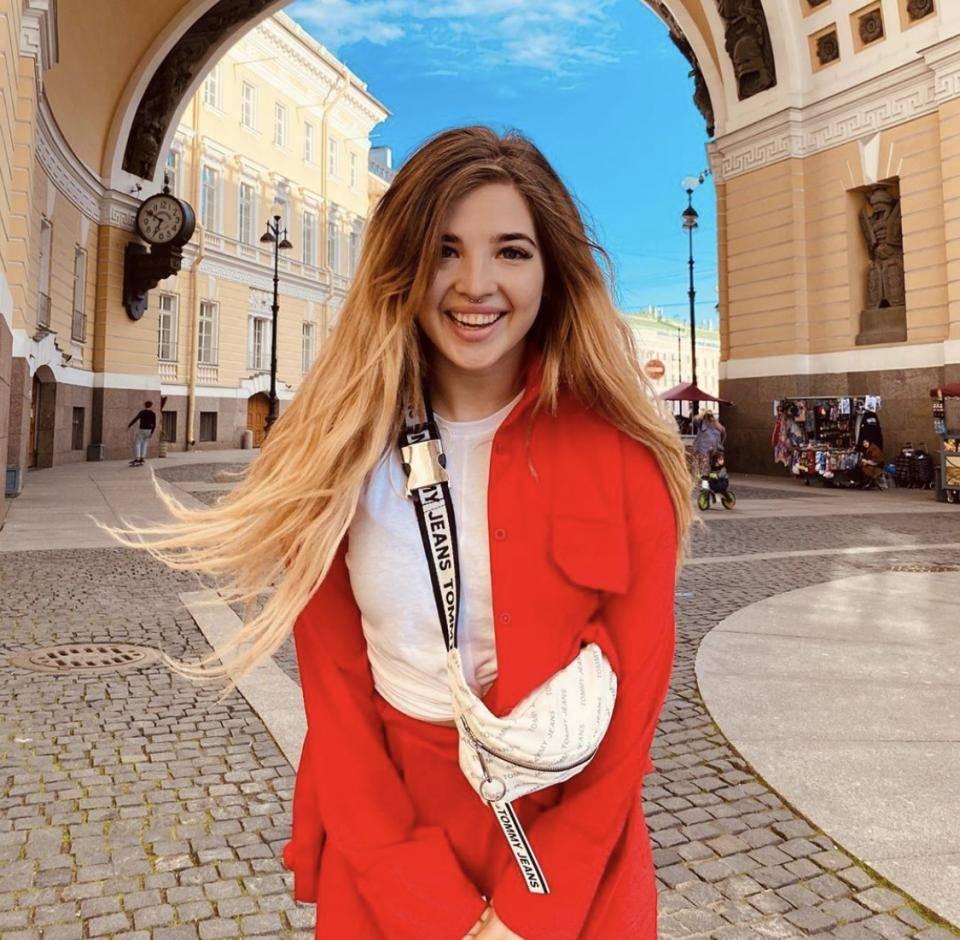 Аня калашник (хахадетка) из тик-тока: фото до и после операции, биография - muwhi.ru