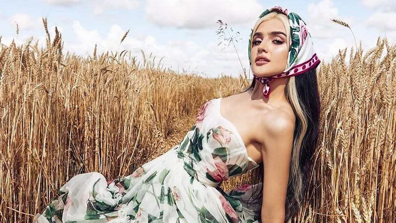 Танцует и снимается с кридом. чем известна дина саева – 20-летняя миллионерша из tiktok |  палач | гаджеты, скидки и медиа