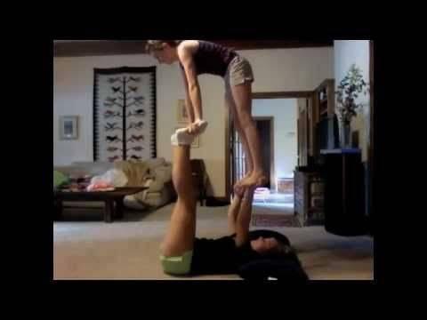 Трюки из тик тока для двоих на равновесие и переворотом