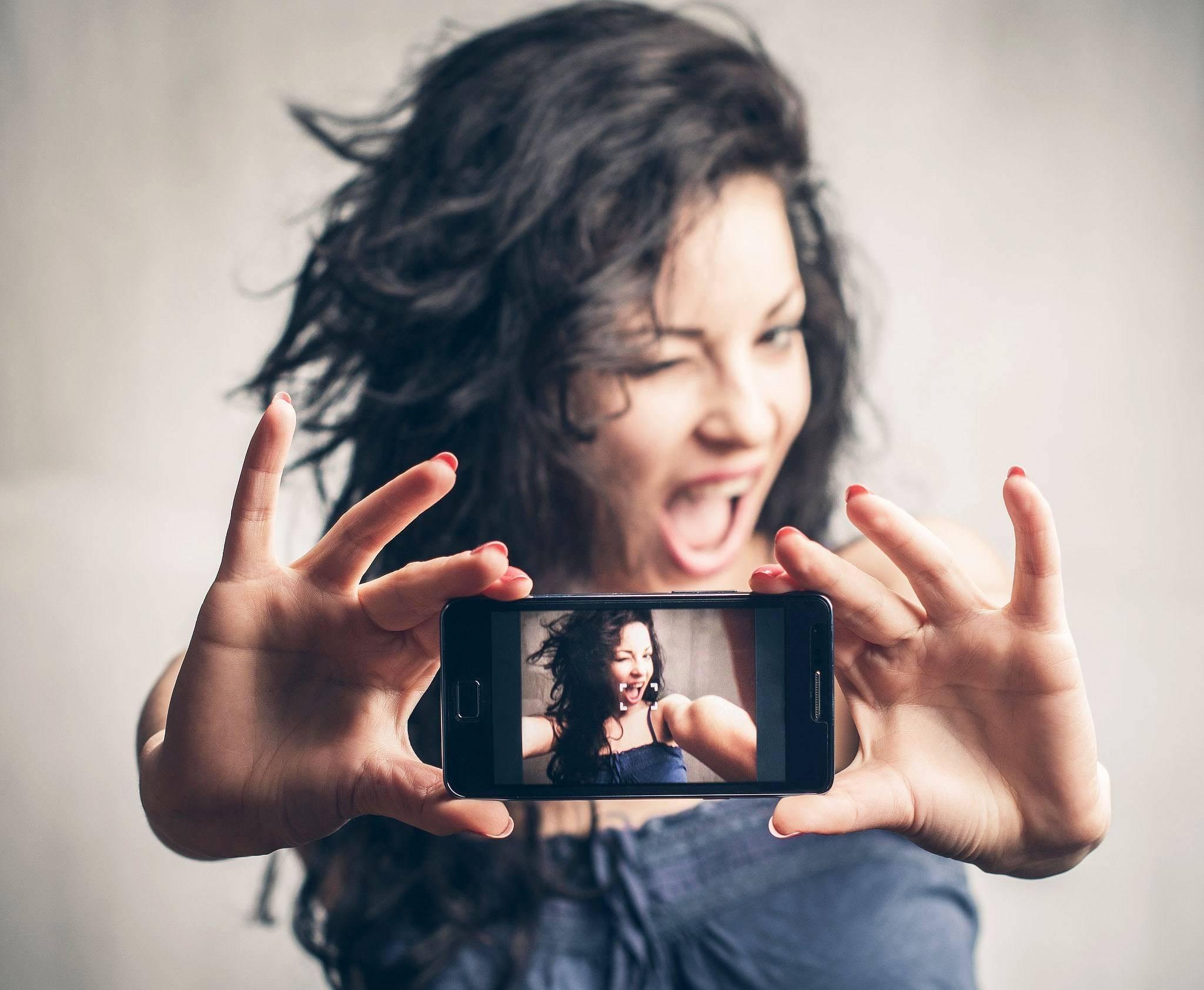 Как сделать свои стикеры в инстаграм: добавить похожие на меня — со своим лицом и другие новые в директ и в сторис