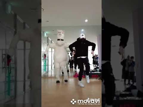 Танцы из тик тока: обучение трендовым движениям