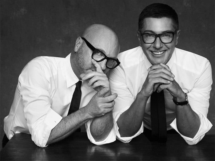 Россияне массово отписываются от страницы dolce & gabbana в instagram из-за публикации снимка гей-пары ► последние новости