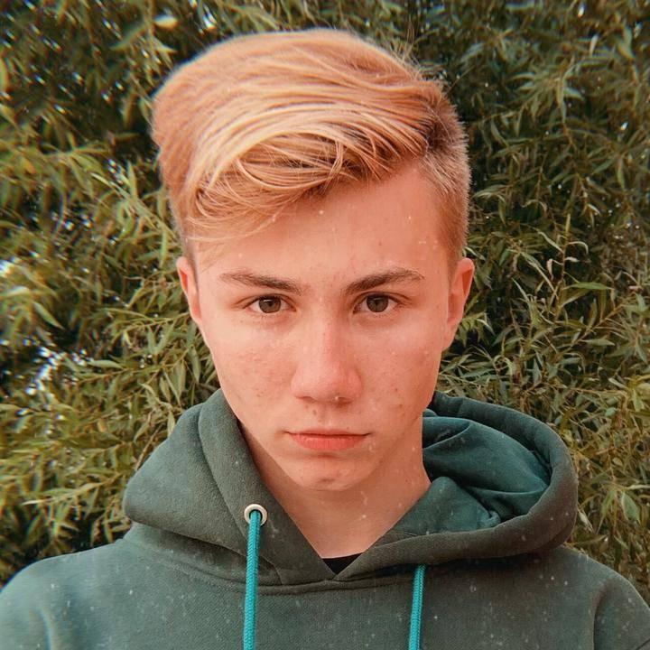 Даня из тик тока с белыми волосами: фото, фамилия тиктокера